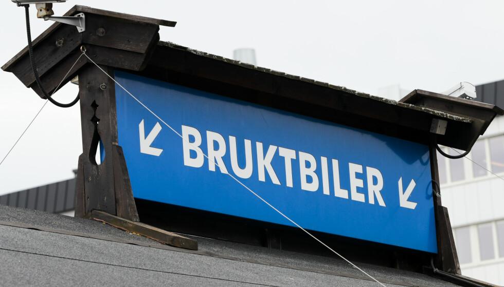 KAN BLI DYRT: Å kjøpe bruktbil, kan bli dyrt hvis du ikke sjekker grundig. Foto: Lise Åserud / NTB