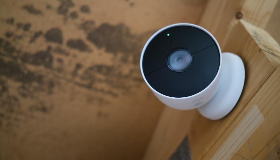 ENDELIG PÅ BATTERI: Nest Cam Battery er Googles første med integrert batteri. Det gjør plasseringen enklere. Foto: Martin Kynningsrud Størbu