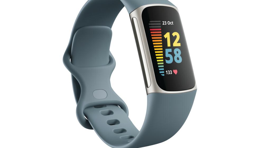 FITBIT CHARGE 5: Fitbits nye aktivitetsarmbånd har både EDA-sensor og EKG-måler. Foto: Fitbit