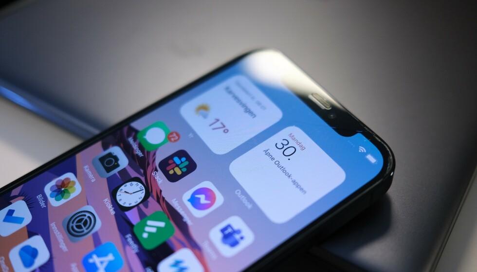 IPHONE 12: Har du problemet med øretelefonen på din iPhone 12 eller iPhone 12 Pro, bør du kontakte Apple. Foto: Martin Kynningsrud Størbu