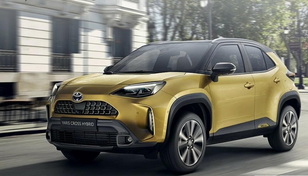 LITEN MEN TØFF: I motsetning til de fleste SUV-ene i denne klassen, kommer Toyota Yaris Cross også med firehjulstrekk. Som lillebror til populære Rav4, blir dette en spennende nykommer. Foto: Toyota