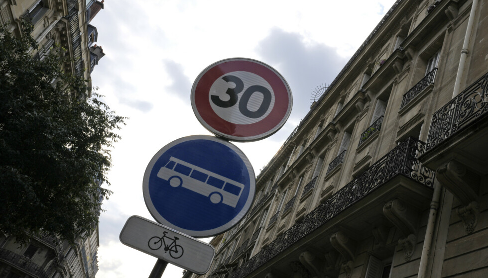 30-SONE: I flere europeiske byer reduseres fartsgrensen til 30 kilometer i timen. Foto: AP Photo/Francois Mori/NTB