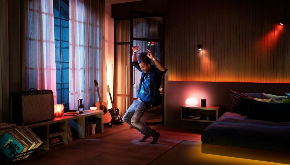 Se ti connetti al tuo account Spotify, le luci Hue possono lampeggiare e lampeggiare con la musica.