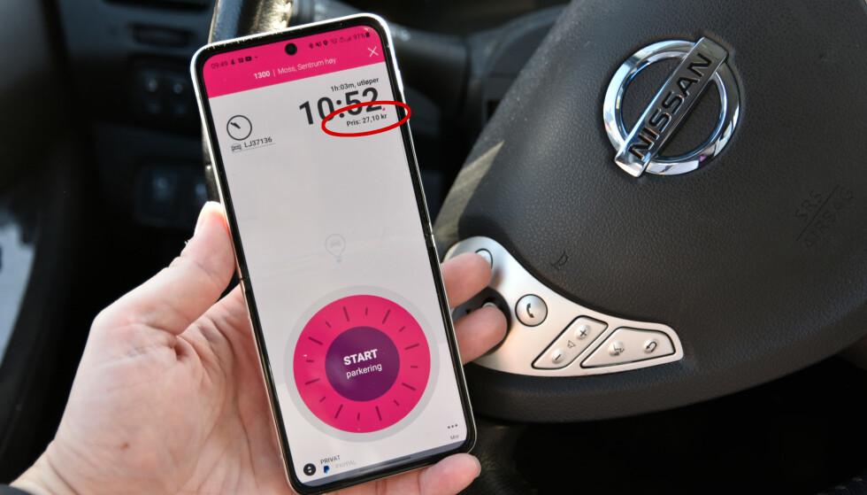 DYRERE: Betaler du parkering med EasyPark-appen, legges det 15 prosent ekstra på prisen kontra å betale på automaten. Foto: Pål Joakim Pollen
