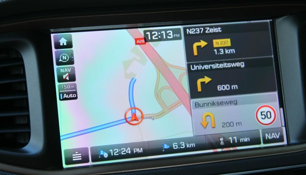 FRAMME OM 11 MINUTTER: Når du legger inn stedet du skal til i navigasjons-anlegget, beregnes samtidig tid for ankomst og gjenstående kjøretid. Det er denne mange forsøker å slå. Foto: Rune Korsvoll