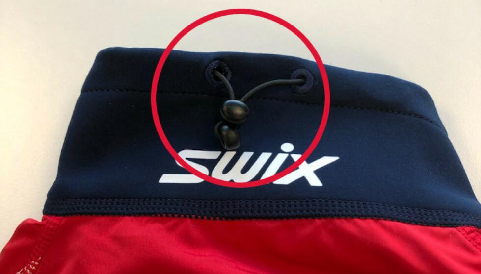 FARLIG: Swix-jakker med snøring i baksiden av nakken utgjør en risiko for kvelning. Foto: Brav Norway