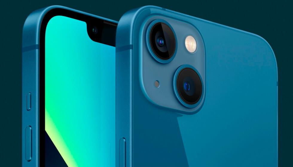 iPhone 13 får fortsatt to kameraer på baksiden, men de er nå plassert diagonalt for å få plass til større sensorer. Foto: Apple