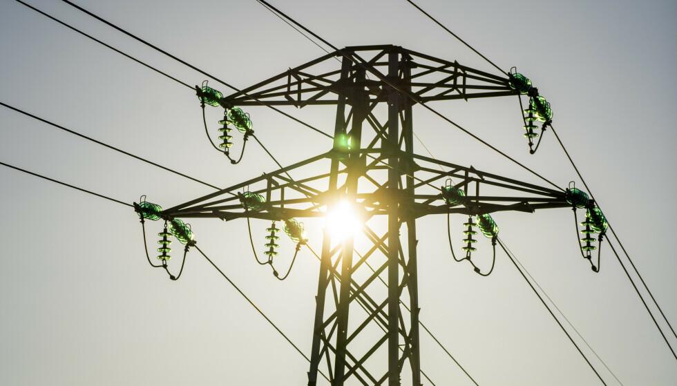 DYRERE: Nå er strømprisen på sitt høyeste i år. I verste fall kan vi ende med strømrasjonering til våren. Foto: Heiko Junge / NTB