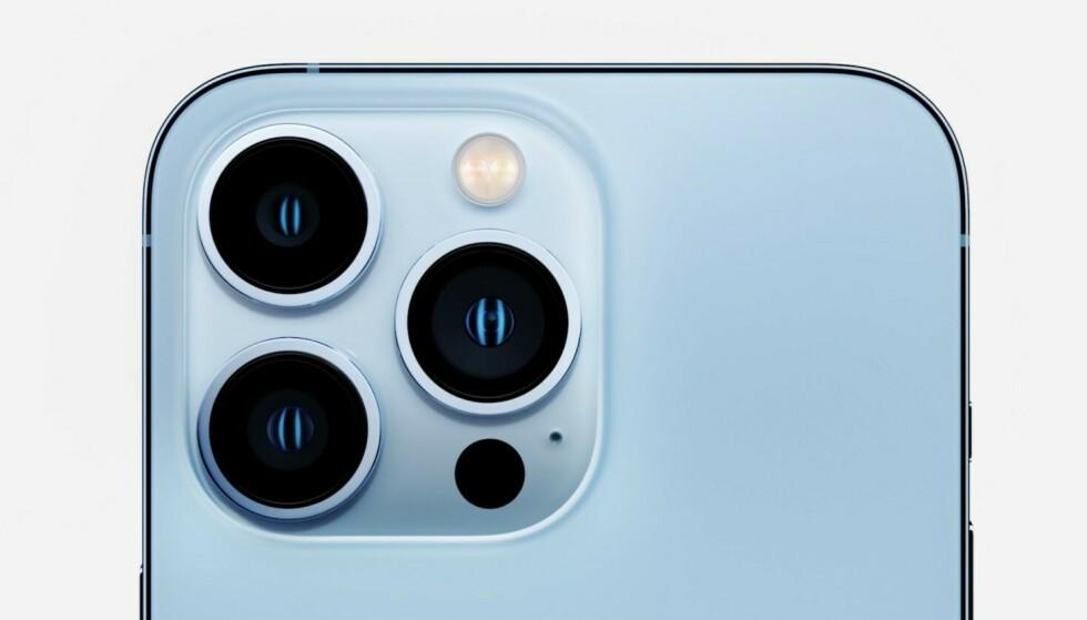iPhone 13 Pro og Pro Max får tre kameraer, og byr nå på 3x optisk zoom. Foto: Apple