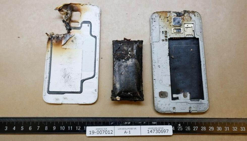 MOBILTELEFON: Slik kan en brent mobiltelefon se ut. Foto: Kripos