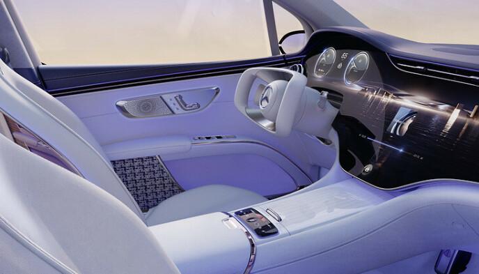 LUKSUS-SUV: Om dette rattet blir standard når Mercedes-Benz lanserer sin nye luksus-SUV Maybach EQS neste år, sier fabrikken ikke noe om. Foto: Daimler