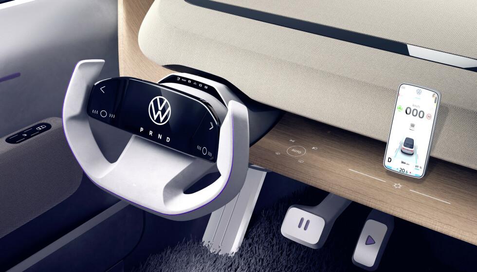 ALT PÅ RATTET: VWs nye, lille elbil ID Life har dette rattet. I midten av rattet er det en berøringsskjerm hvor alt fra gir til blinklys og andre funksjoner betjenes. Foto: VW