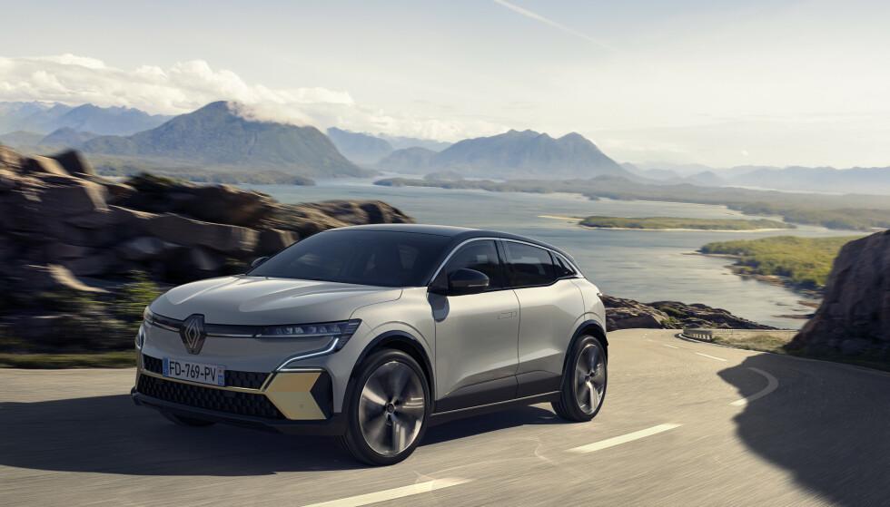 MYE PLASS: Den nye plattformen som Renault Megane E er bygget på, har relativt kompakte utvendige mål, men lang akselavstand. Det gir overraskende god innvendig plass, samtidig som bilen tar seg enkelt fram i trange gater og parkeringshus. Foto: Renault