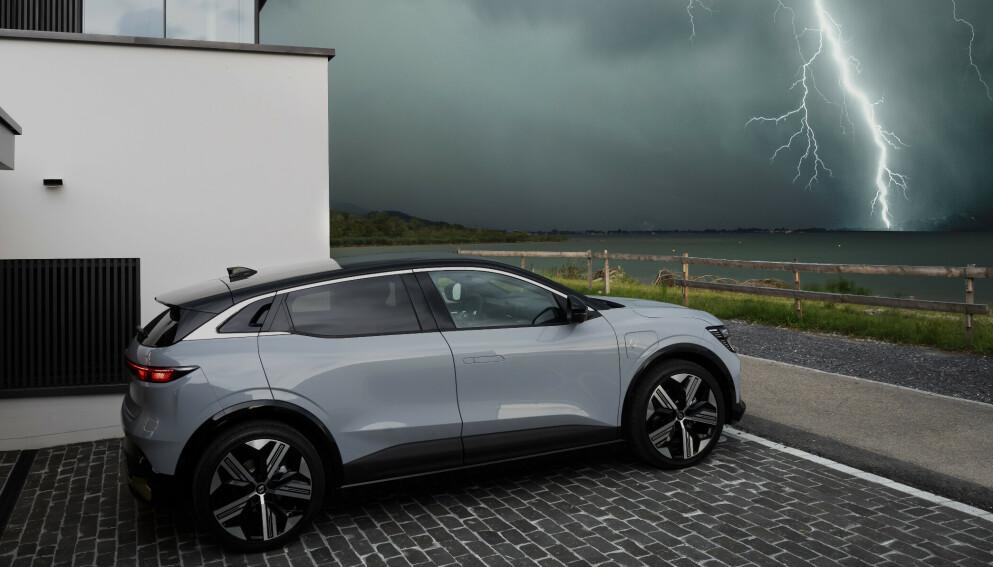 ELEKTRISK GTI: Megane E får ytelser og kjøreegenskaper som gjør den til en GTI blant de elektriske bilene, ifølge Renault-sjef Luca de Meo. Foto: Renault