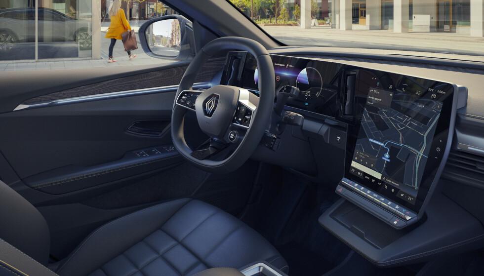 STORE SKJERMER: Store skjermer preger interiøret i nye Megane E. Hvor mye utstyr som blir standard på de rimelige utgavene, vet vi ennå ikke. Foto: Renault