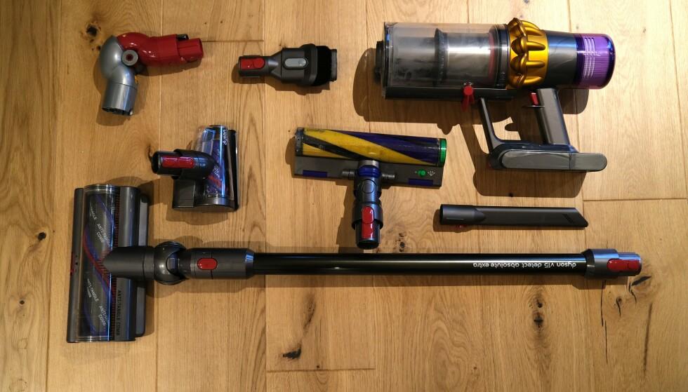 Nå har Dyson også inkludert en adapter i esken som gjør det enklere å komme til under møbler. Foto: Martin Kynningsrud Størbu