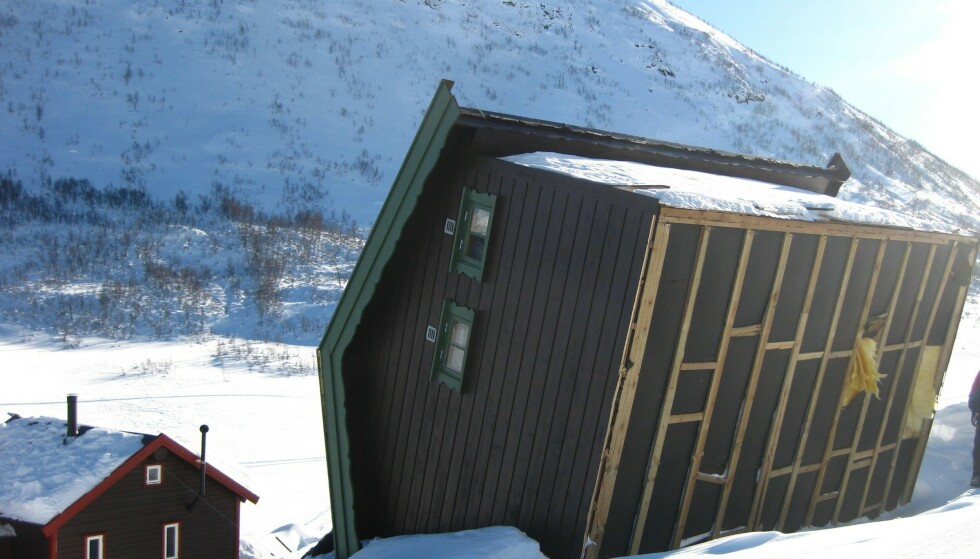 VIND: Her har hytten veltet på grunn av sterk vind. Foto: Gjensidige