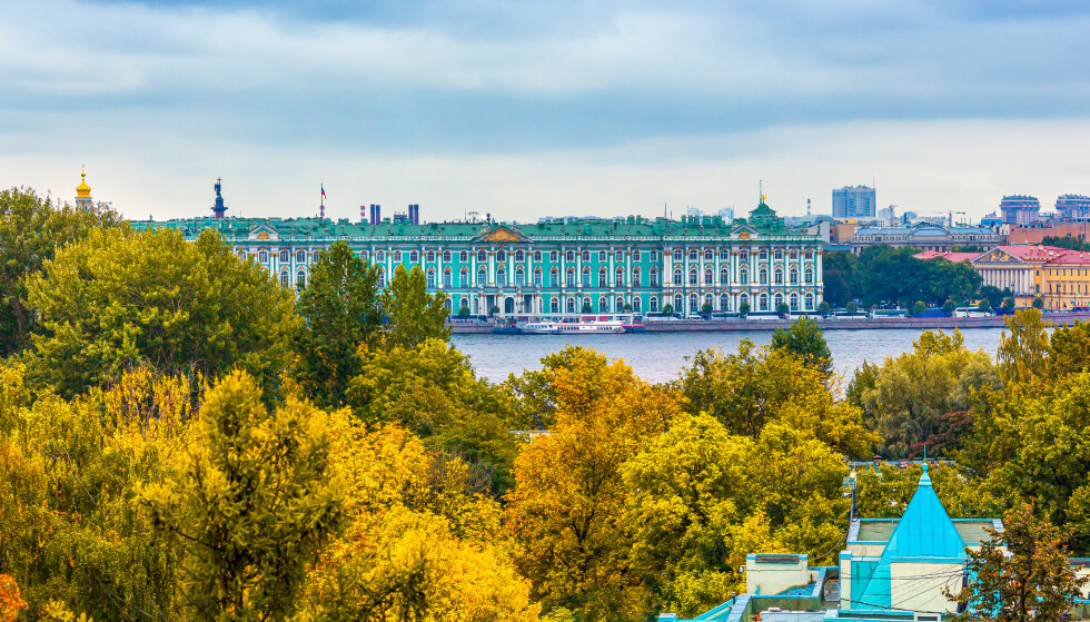 RUSSISK OG RIMELIG: St. Petersburg i Russland er blant de billigste storbyene du kan besøke denne høsten. Foto: Shutterstock/NTB