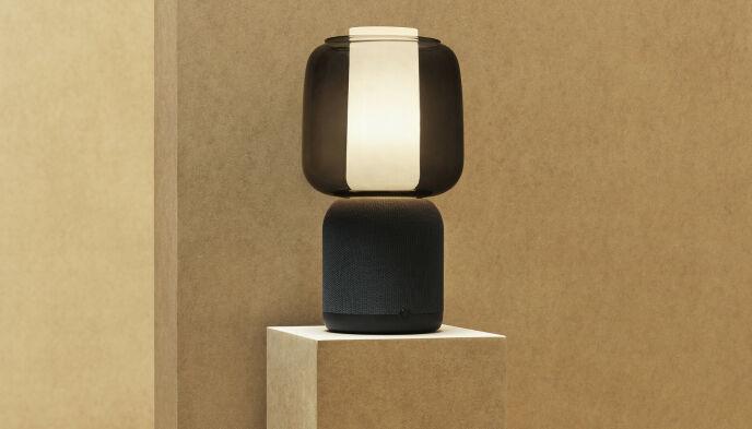 Modellen i svart med glasskjerm. Foto: Ikea