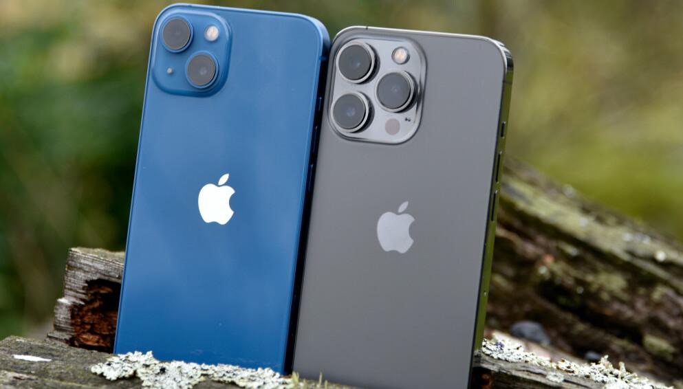 LIKE STORE: iPhone 13 og iPhone 13 Pro er ganske like forfra, men ikke bakfra. Foto: Pål Joakim Pollen