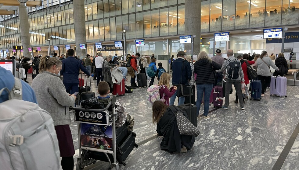 Køene vokser: Det er køer på Oslo Lufthavn, men tidlig fredag ettermiddag går de greit unna. Foto: Odd Roar Lange/The Travel Inspector