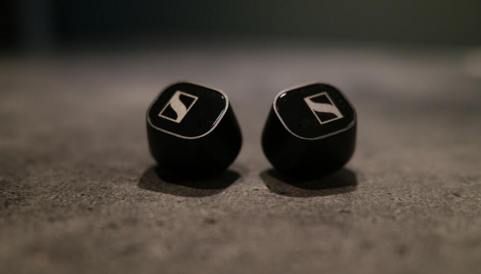 CX TRUE WIRELESS: Sennheiser-logoen er som regel et tegn på at det er snakk om kvalitet. Foto: Martin Kynningsrud Størbu