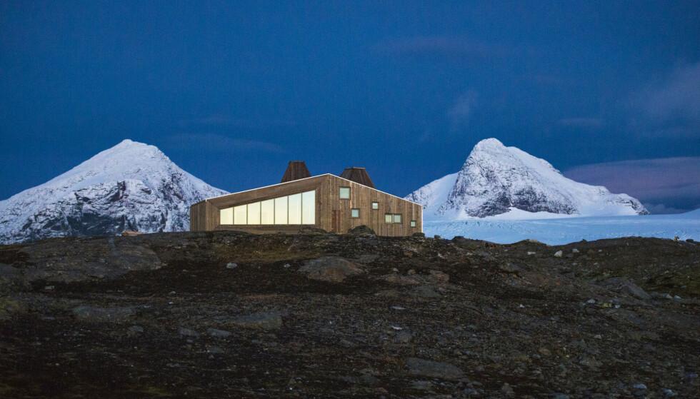Prisvinner: Rabothytta på Helgeland har vakt internasjonal oppmerksomhet. Noen elsker den, noen synes de gamle hyttene er finest. Foto: Hemnes turistforening