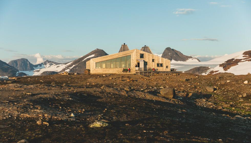 Perle i fjellet: Rabothytta vekker oppsikt med sin nye arkitektur. Foto: Hemnes turistforening