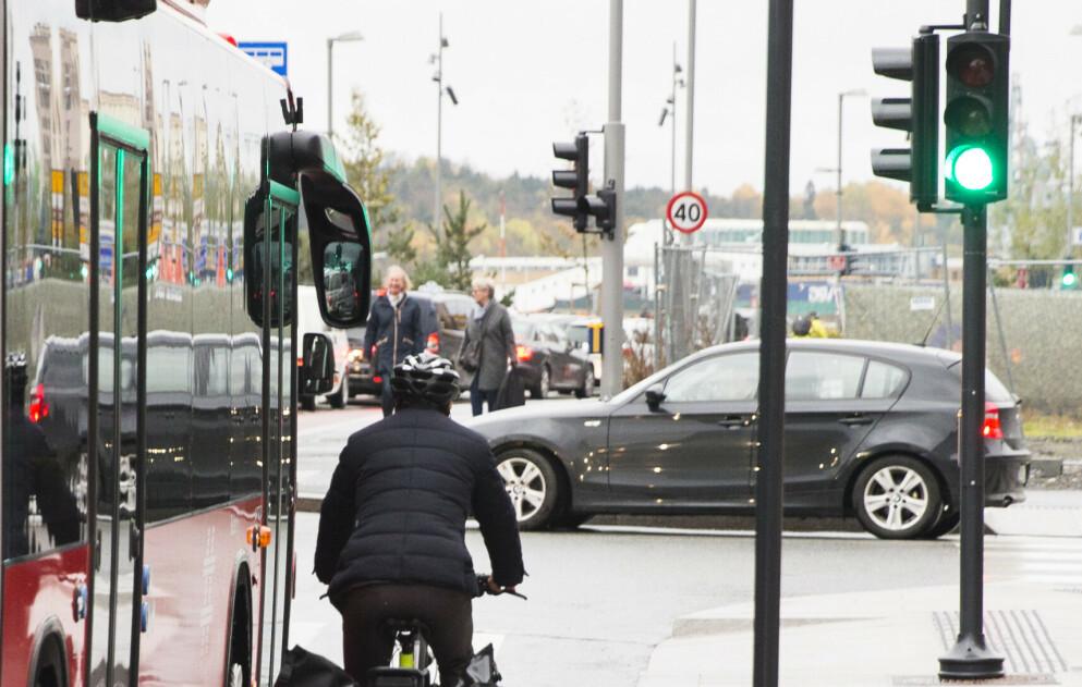 BØTER: Det er mange overtredelser man må passe på som syklist i trafikken. Foto: Berit Roald / NTB