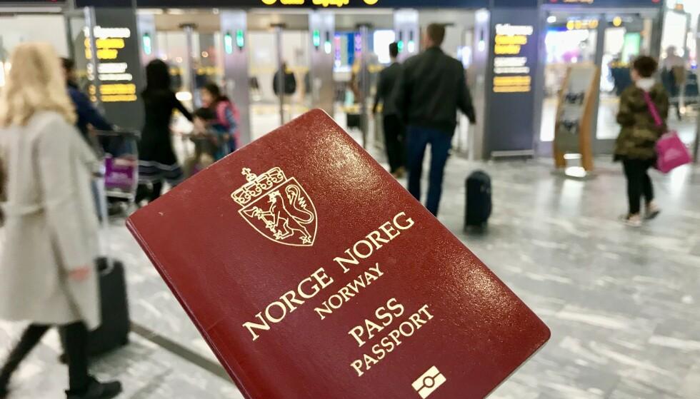 Sjekk datoen: Skal du ut og reise? Da må du huske pass, også for reiser i Norden. Foto: Odd Roar Lange/The Travel Inspector
