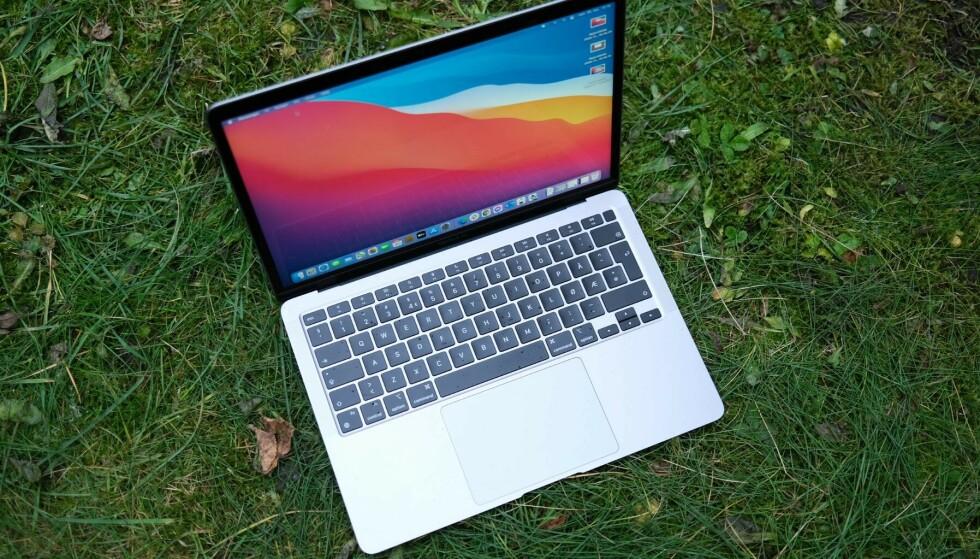 MACBOOK: Apple skal trolig lansere nye MacBooker med eget brikkesett. Foto: Martin Kynningsrud Størbu