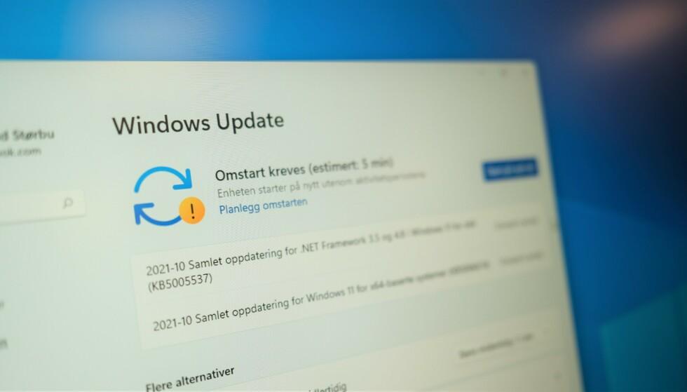WINDOWS UPDATE: Har du en AMD-PC med Windows 11 bør du vente med å oppdatere. Foto: Martin Kynningsrud Størbu