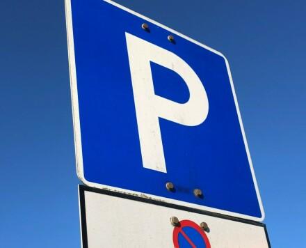 Feil ved nesten samtlige parkeringsplasser