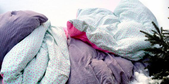 Image: Hiv sengetøyet i snøen!