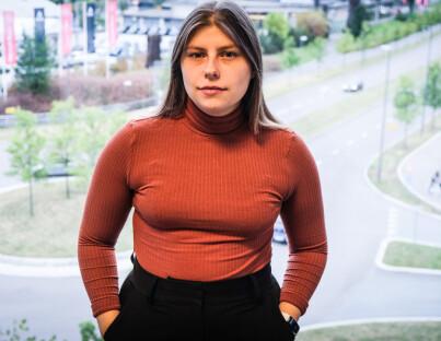 Image: Bim (23) fikk søsteras lønn