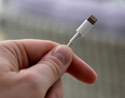 Image: EU vil forby Apple-kabelen