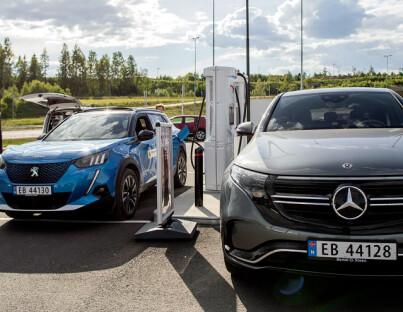 Image: Nå kjøper ni av ti elbil